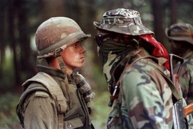 Iconic image of Canadian soldier and Anishnaabe warrior during the Oka crisis