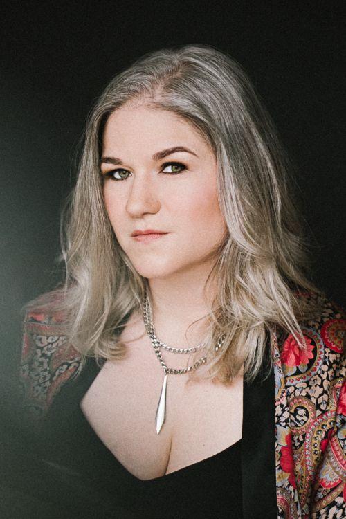Photo of singer/songwriter Shannon Roszell.